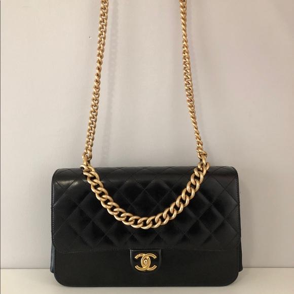 f424d5bc5c5222 CHANEL Bags | Like New Purse | Poshmark